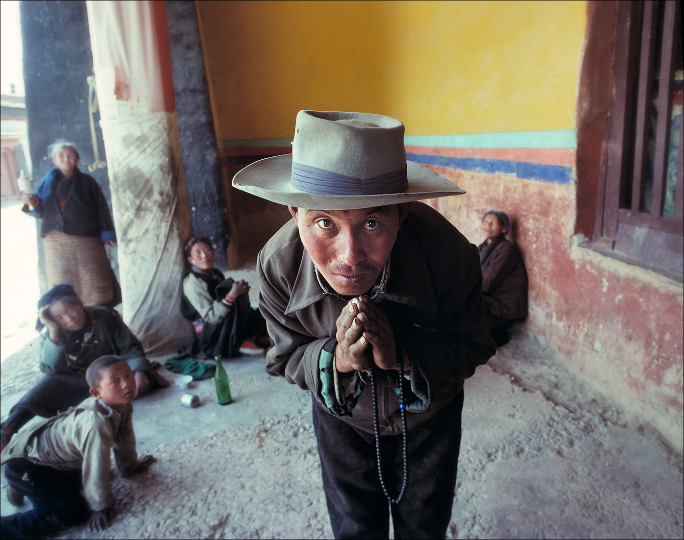 man_bowing_tibet_B
