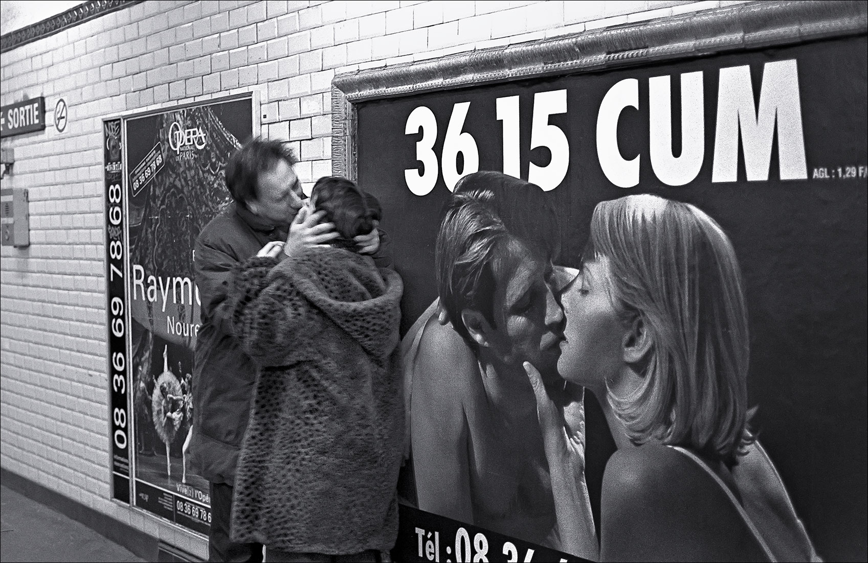paris_subway_kiss-Edit
